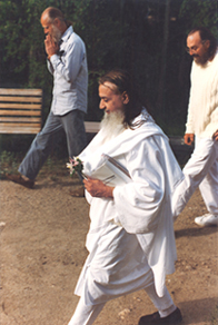 SWAMI AMAR JYOTI Walking